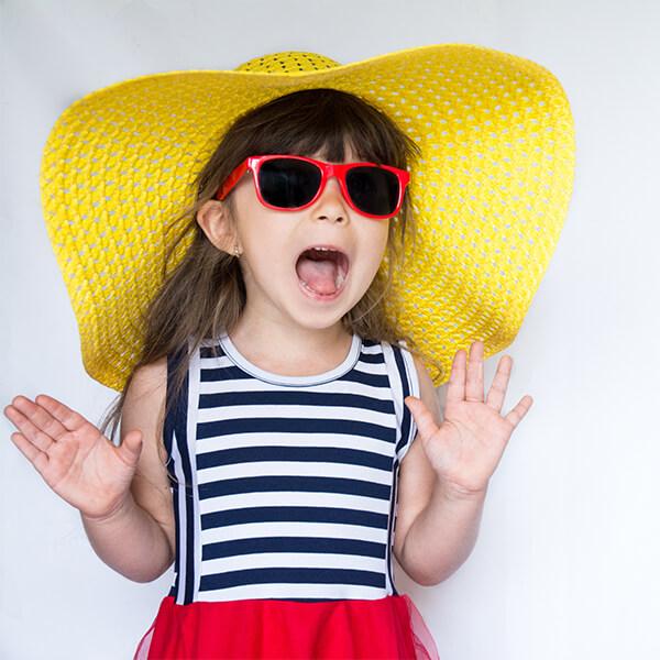 7 Gründe, warum Ihr Kind eine Sonnenbrille tragen sollte