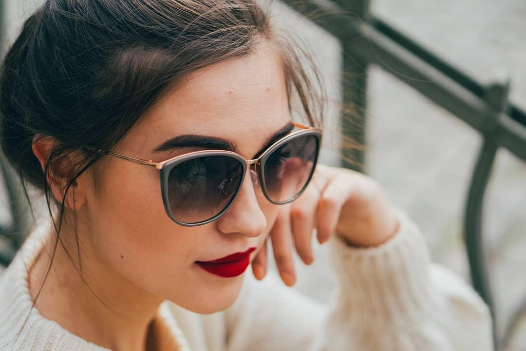 Tip na dnen de: #maxmara slnen okuliare a erven r. Tto kombincia nikdy neomrz. .#vasesosovky #slnecneokuliare #sunglasses #leto #lentiamo #dnesnosim