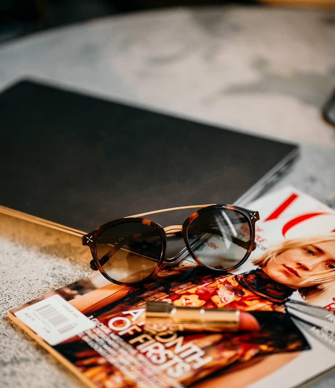 Hledáte sluneční brýle, kterými podtrhenete svou ženskost?  #LiuJo ve svých modelech odráží přirozenost a sebevědomí moderní ženy  . . . . #slunecnibryle #sunglasses #vasecocky #dnesnosim