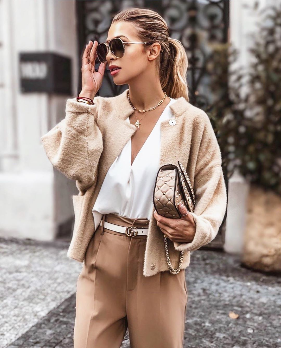 Keep it simple . It's lit #luxury#luxurylifestyle#beige#luxe#luxelife#classyoutfit#classy#classywomenn#gucci#valentino#vasecocky#itslit