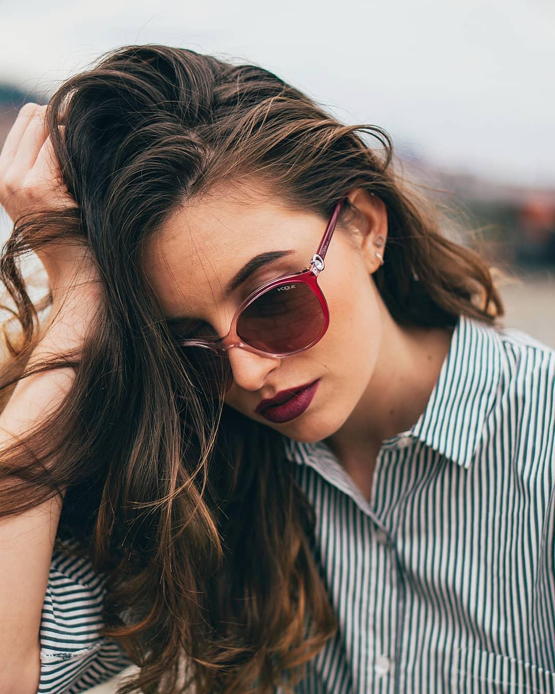A jaký typ slunečních brýlí nosíte nejraději vy?  . #vogueeyewear #letsvogue #vasecocky #slunecnibryle #sunglasses #dnesnosim