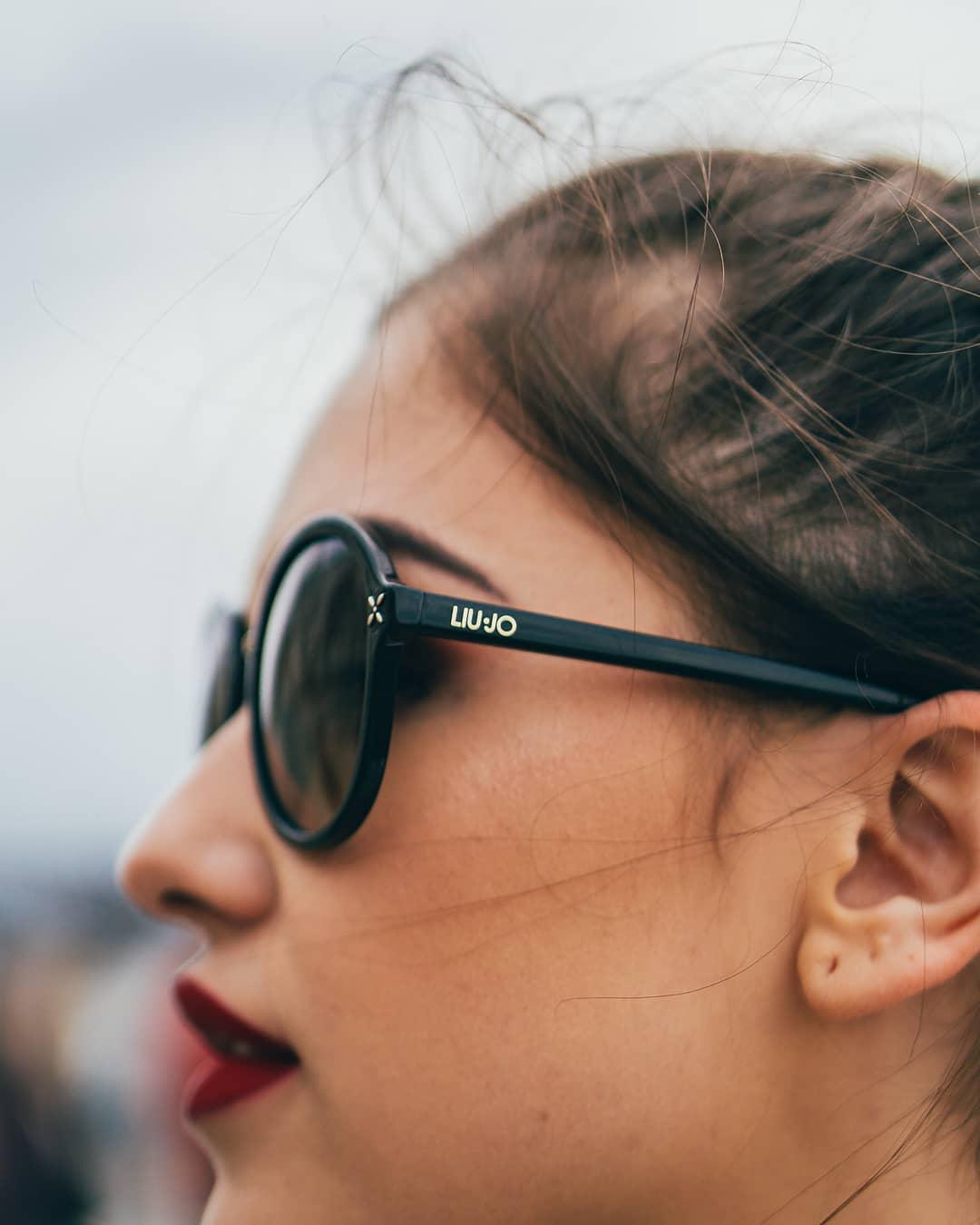 Sluneční brýle #LiuJo díky jemným detailům a elegantním tvarům zvýrazní přirozenou ženskost a krásu v každé z vás  . . . . #sunglasses #fashiontip #slunecnibryle #vasecocky #dnesnosim