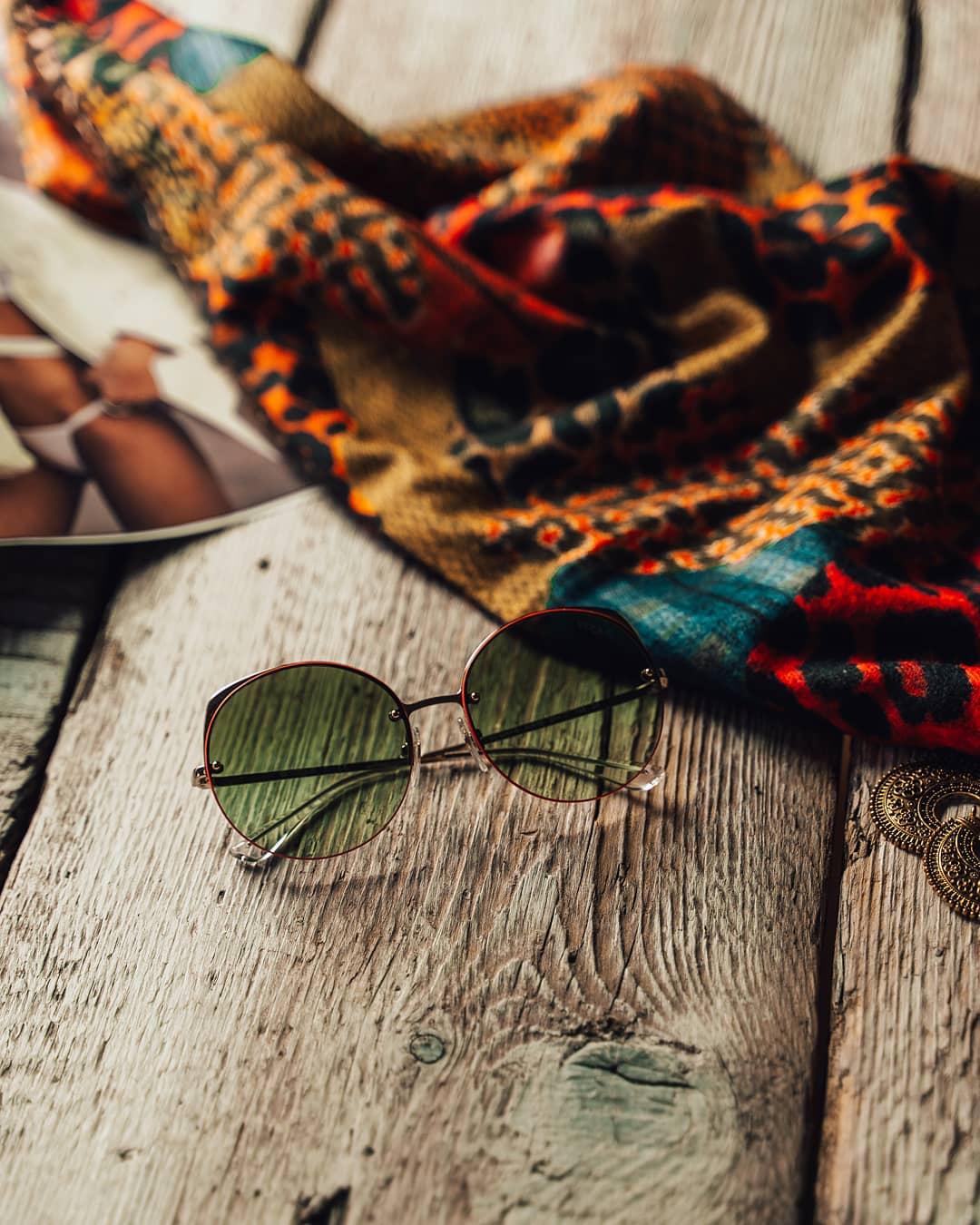 Zvýrazněte svůj jedinečný look těmito barevnými slunečními brýlemi #Vogue  Dny jsou každým dnem delší, slunce pomalu nabírá na síle, nezapomínejte chránit své oči  . . . . . #vogueeyewear #sunglasses #sunglasseslover #eyeweartrends #eyewearstyle #dnesnosim #slunecnibryle #vasecocky #glassesfashion #glassesstyle #instaglasses #eyewearlover #fashioninspiration #fashioneyewear #sunnies