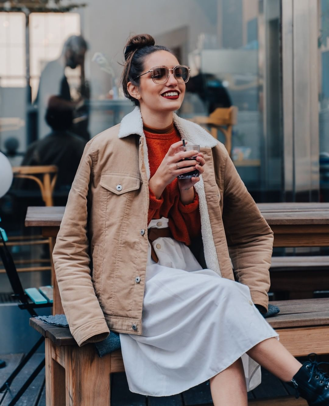 Get inspired by this #FashionFriday  Here's how to tackle the change of season in style: your trusty sherpa corduroy jacket, a pair of fabulous #JimmyChoo shades and your favorite lipstick. Done! ⁠ ⁠ #lentiamo #springvibe ⁠