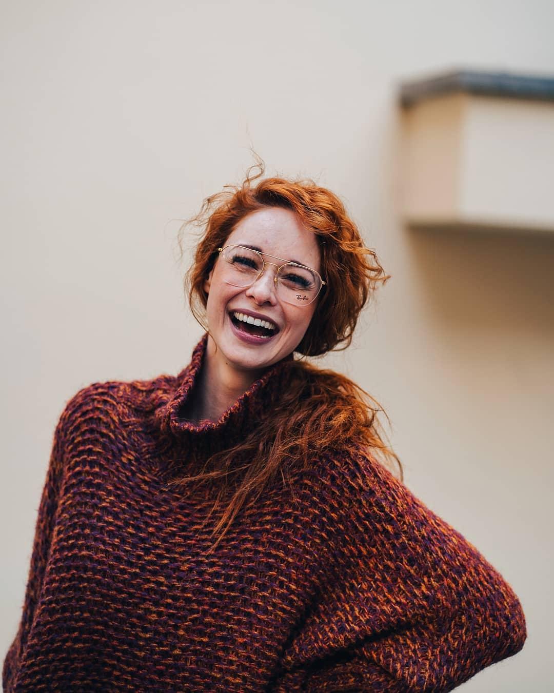 Protože smích a pozitivní myšlení je to, co teď všichni potřebujeme  #zuzkafoti . . . . . #portrait_star #portrait_vision #portrait_today #portraitvisuals #portraitphoto #portrait_mood #portraitgram #vasecocky #glassesgram #eyewearfashion #eyeweartrends #sonyalphagram #alpharoamers #igerscz #pragueworld #czechgirl #czechmodel #peopleczsk #peoplescreative #sonygangcz #sonyalpha #moodyports #gingergirl #momentka