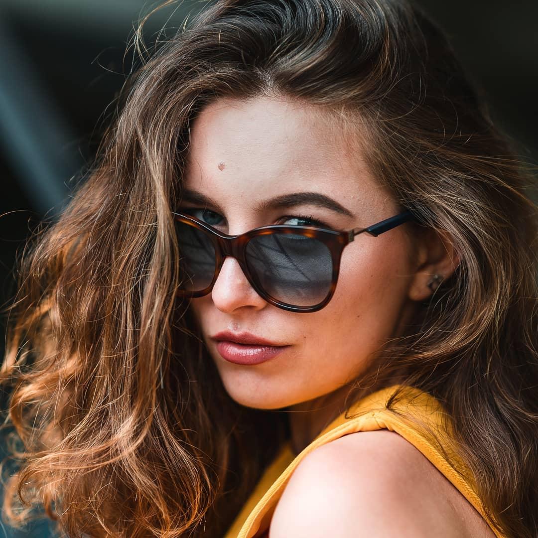 Věděli jste, že sluneční brýle nechrání zrak pouze před sluncem? Chrání oči taky před škodlivými účinky odraženého světla od sněhu, před pískem nebo větrem  Proto nepodceňujte výběr svých slunečních brýlí a chraňte svůj zrak  . . . . . #Fendi #vedelijsteze #vasecocky #slunecnibryle #sunglasses #dnesnosim #sunglassesfacts #didyouknow #sunglassestrends #eyewearfashion #eyeweardesign #instaglasses #fashioninspiration #eyewearlover #sunglasseslover #sunnies