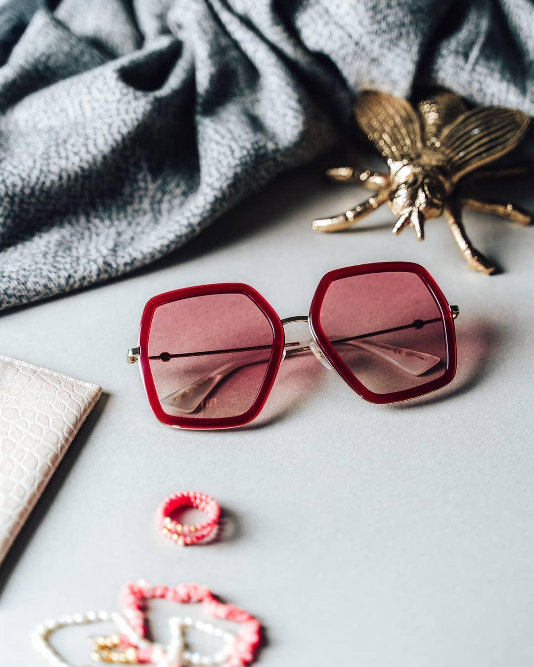 Kombinace klasické elegance, extravagance a nejnovějších trendů, to jsou sluneční brýle #Gucci   Oživte svůj outfit patřičnou dávkou luxusu  . . . . . #vasecocky #slunecnibryle #sunglasses #sunglassesfashion #sunglasseslover #eyeweartrends #eyewearfashion #instaglasses #sunnies #fashioneyewear #fashioninspiration #optika #opticstore #guccieyewear
