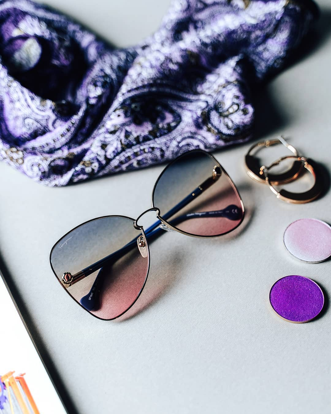 Tak jak je motýl jedním z nejhezčích představitelů jarní přírody, tak i motýlí obroučky patří mezi ty nejkrásnější Není divu, že jsou jedním z největších trendů roku 2020  . . . . . #SalvatoreFerragamo #vasecocky #slunecnibryle #sunglasses #fashioneyewear #fashioninspiration #sunglasseslover #sunglassestrends #eyewearfashion #eyeweartrends #eyewearlover #instaglasses #sunnies