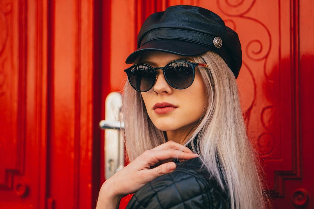 Nothing can live up to polarised sunglasses this season. Why? They have a built-in polarization filter that allows light reflections to be completely removed. And they look so classy, don't they?  #polarised #rayban #raybanemma #lentiamo
