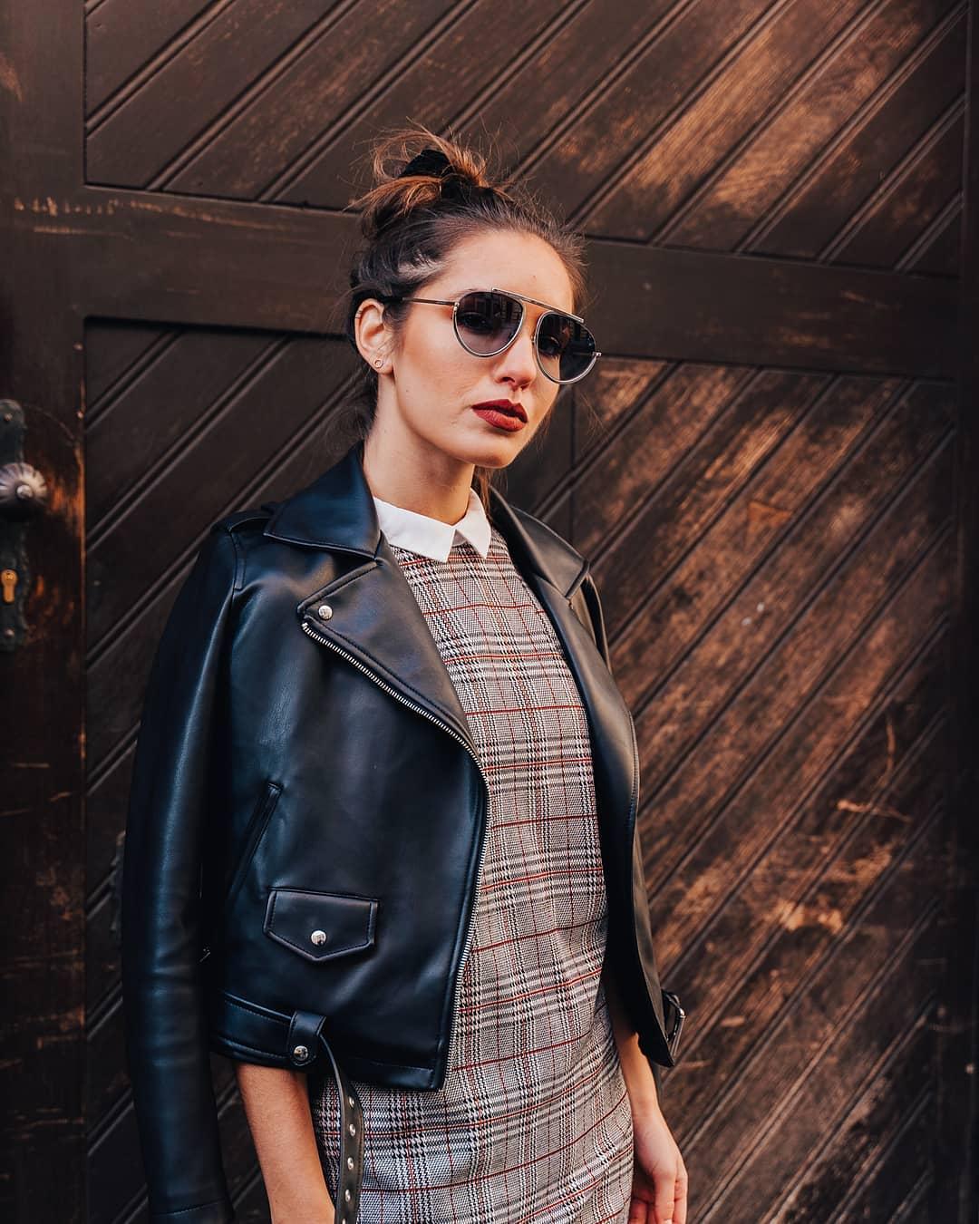 Šaty a sluneční brýle z kolekce #Givenchy, která v sobě nese prvky šlechtické elegance, ale zároveň drží krok s dobou, je kombinace, která nikdy nezklame  . . . .  #vasecocky #slunecnibryle #sunglasses #sunglassesfashion #sunglasseslover #sunglassestrends #sunnies #instaglasses #eyewearfashion #eyeweartrends #fashioneyewear #fashioninspiration #pragueworld #optika #opticstore