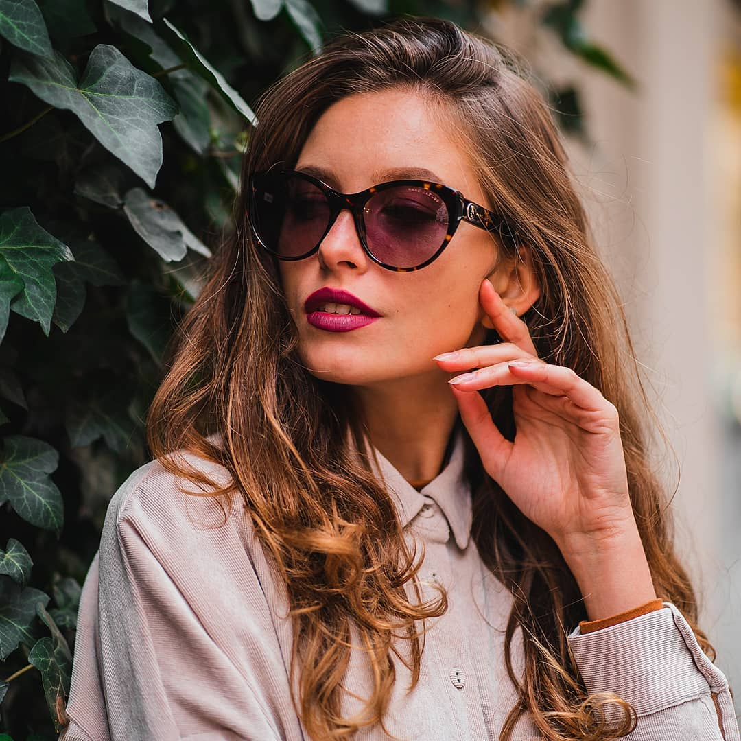 Co může být hezčího než se sladit s naší milovanou planetou?  Přírodní barvy, zemité tóny a zajímavé tvary, to jsou sluneční brýle #MarcJacobs  . . . . . #vasecocky #slunecnibryle #sunglasses #sunglassesfashion #sunglasseslover #sunglassestrends #eyewearfashion #eyeweartrends #eyewearlover #sunnies #pragueworld #dnesnosim #fashioninspiration