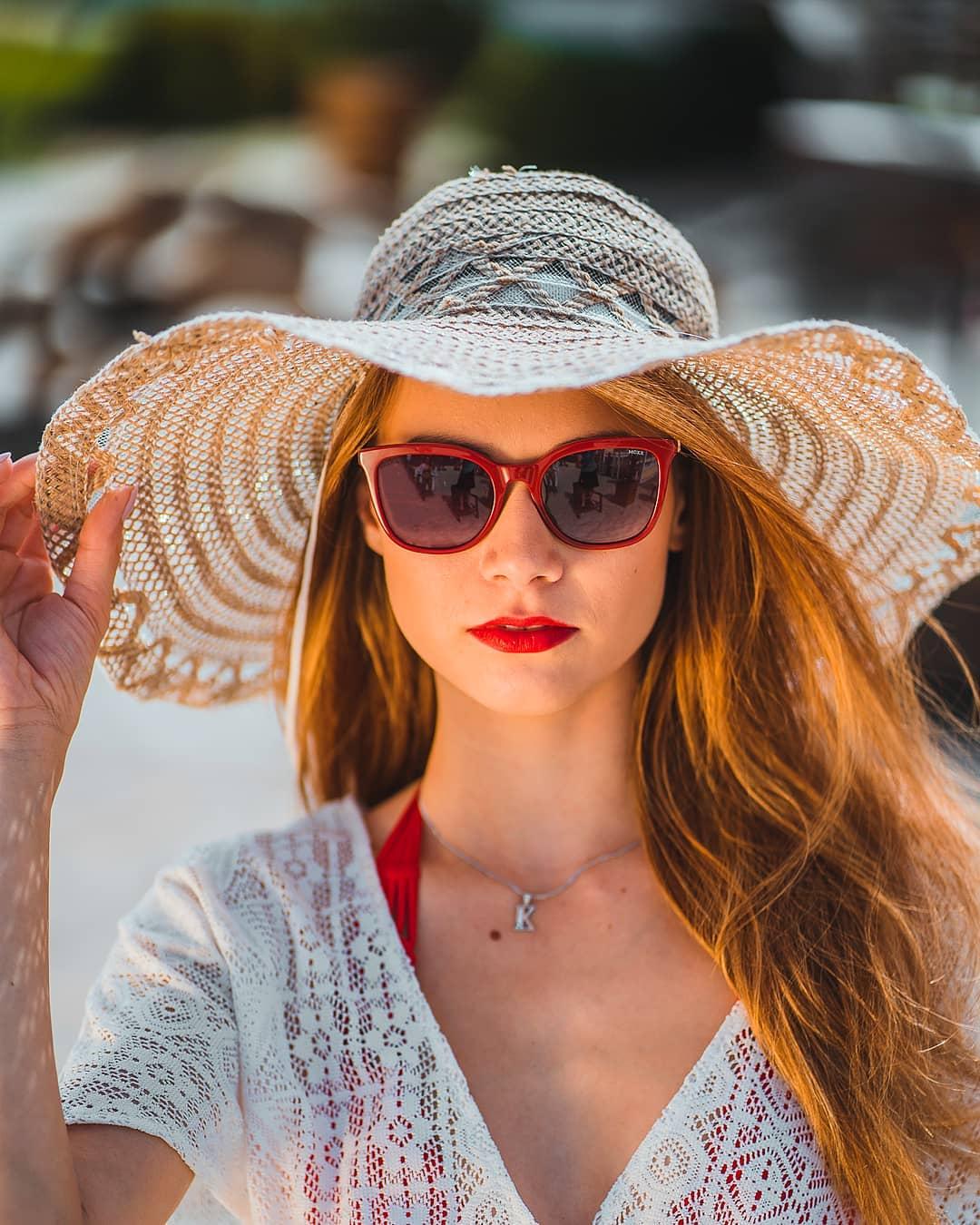 Léto je v plném proudu Užívejte tyto červencové horké dny a bez slunečních brýlí z domu určitě neodcházejte  Ty teď v našem letním výprodeji pořídíte až s 40% slevou!  . . . . . #mexx #vasecocky #slunecnibryle #sunglasses #sunglassesfashion #sunglasseslover #sunglassesstyle #sunglassestrends #sunnies #eyewearfashion #eyeweartrends #fashioninspiration