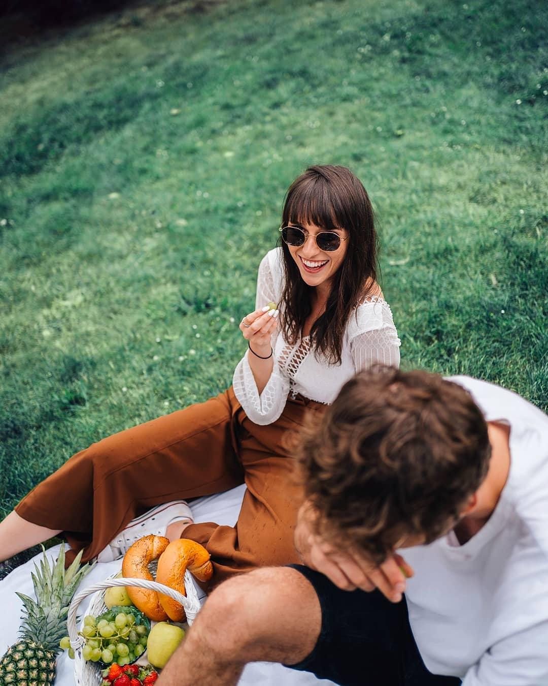 Jak zatím vypadá vaše léto? Pokud vás nebaví hledání stínu v parku a naplno si užíváte sluníčka  inspirujte se u nás a chraňte svůj zrak třeba těmito #Meller slunečními brýlemi  . . . . #slunecnibryle #vasecocky #sunglasses #sunglasseslover #sunglassestrends #eyewearfashion #eyewearlover #sunnies #leto