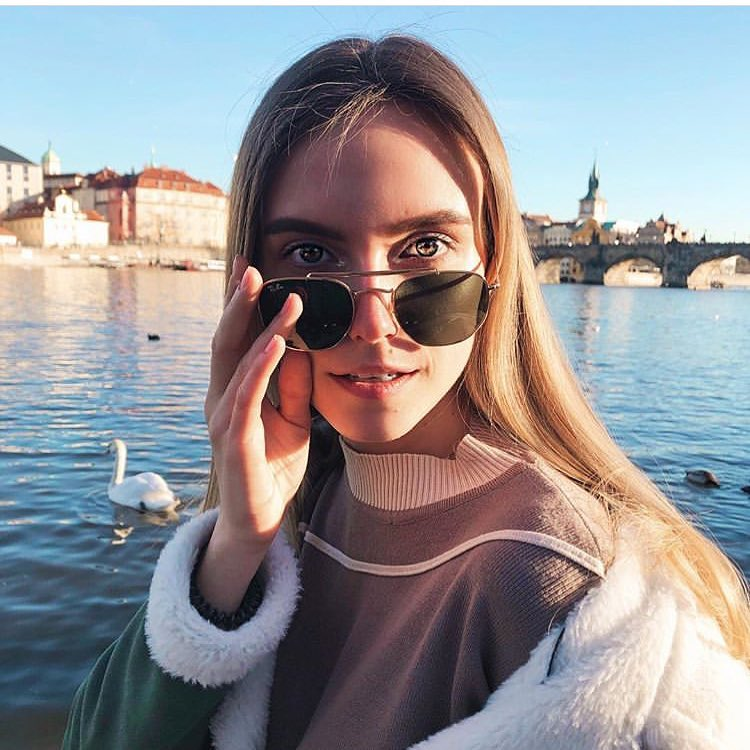 Always young and beautiful with our @rayban glasses  #lentiamo #eyewear #sunglasses