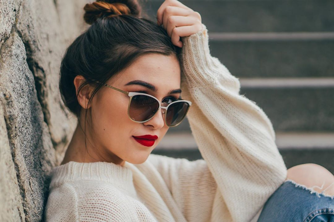 Trend Alert All you need this summer? Red lipstick and #Vogue sunglasses  #summerfashion #lentiamo