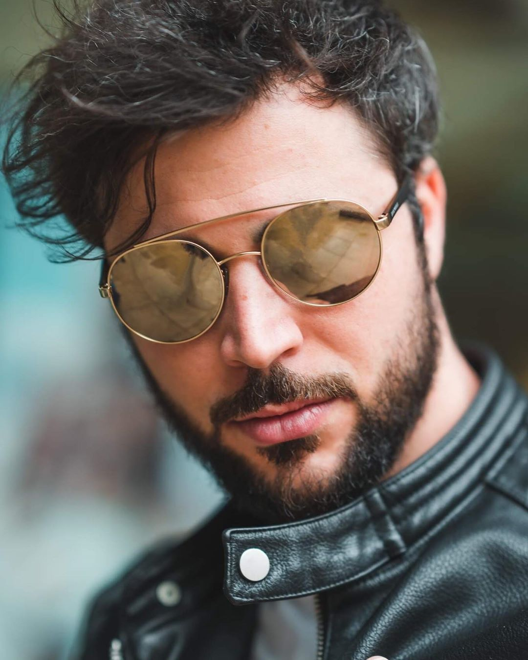 In case you're wondering how to easily get a cool, effortless look: Grab round Armani sunglasses, et voil, get the trendy retro vibe. #lentiamo #armani #browline #retro #cool