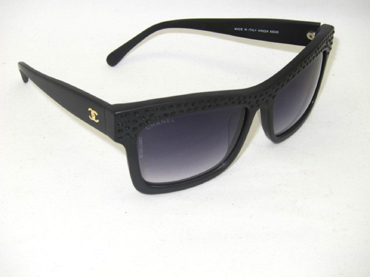 Consigli per riconoscere gli occhiali da sole Chanel - check the lenses